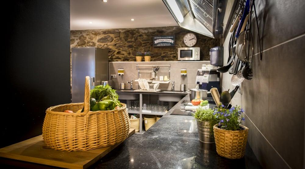 Gran cocina compartida en Mountain Hostel Tarter