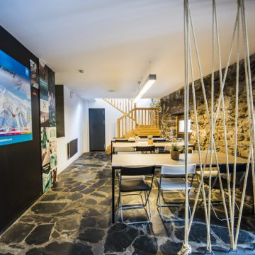 Mountain hostel tarter andorra dinning room-40-2